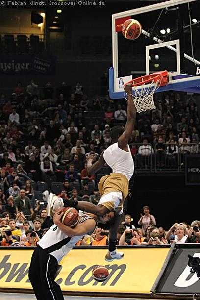 Guy gets kneed in the face as another basketball player goes for a dunk.jpg