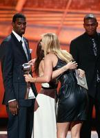Funny photo of Greg Oden and Kevin Durant staring at Maria Sharapova.jpg